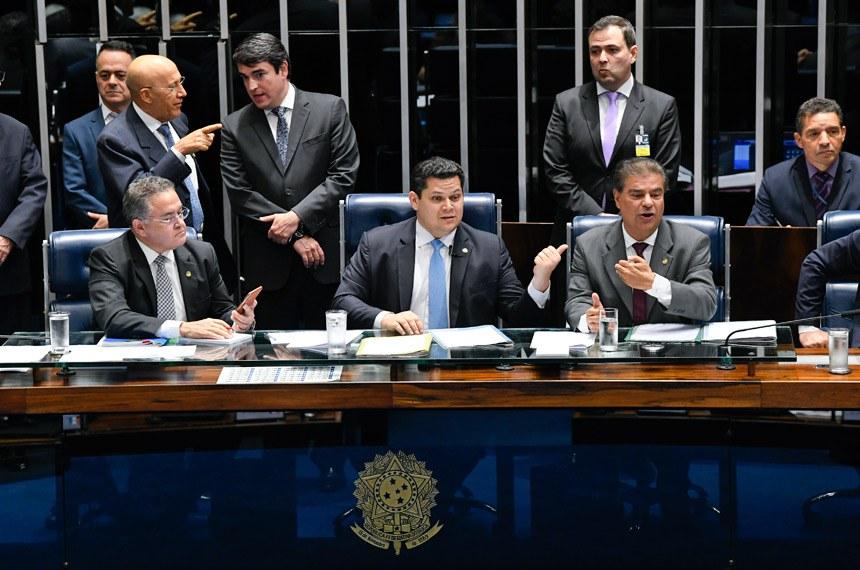 O presidente do Senado Davi Alcolumbre (DEM-AP) convocou sessão extraordinária para votar a matéria - Créditos: Jefferson Rudy | Agência Senado