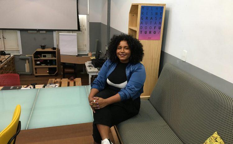 A coordenadora do PretaLab, Sil Bahia: iniciativa tem como objetivo criar atividades para que meninas e mulheres se aproximem do universo da tecnologia e aprimorem os seus conhecimentos (Foto: Carolina Moura)