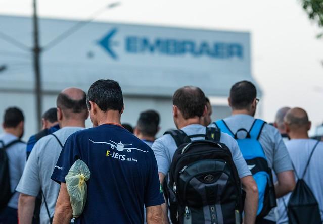 Trabalhadores da Embraer em São José dos Campos durante assembleia realizada em setembro - Créditos: Roosevelt Cassio sindimetal